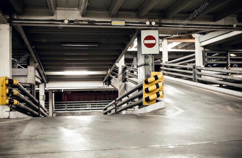 Estacionamiento En S 243 Tano Metro Interior Fotos De Stock