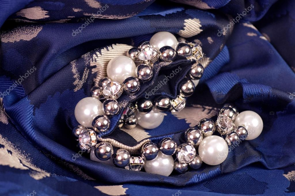 Beautiful jewelry background — Stock Photo © Forewer #25526009