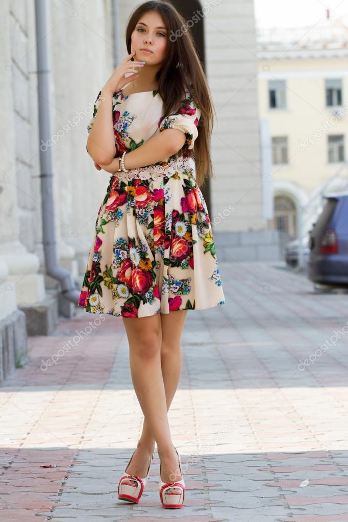фото девушек в платье.