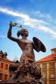 Fotografia monumento di sirena, città vecchia di Varsavia, Polonia