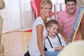Fényképek családi rajz iskolaszék otthon
