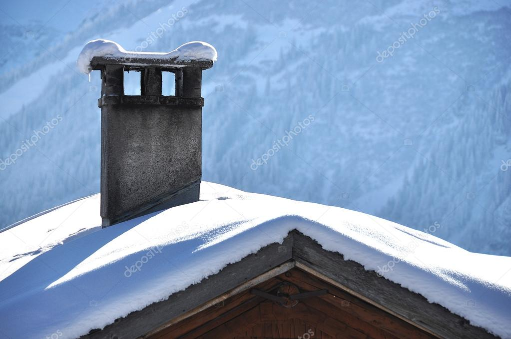 Roof of a chalet cowred with snow