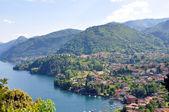 Fotografie slavné italské jezero como od villa serbelloni