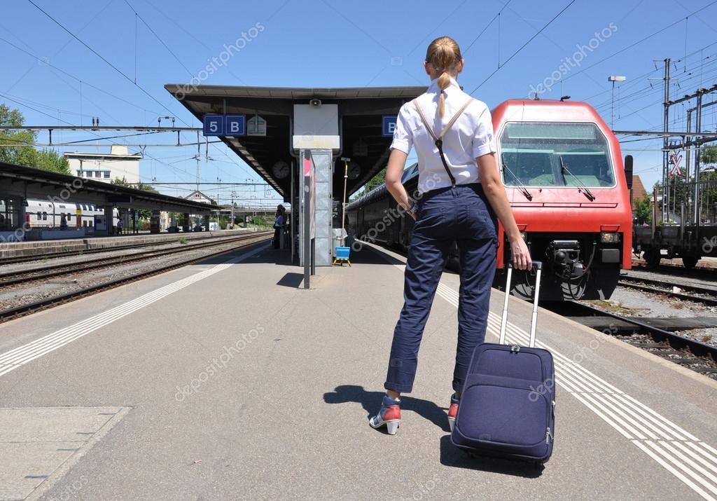 Пикаперы с девушкой на вокзале скачать бесплатно фото 618-125