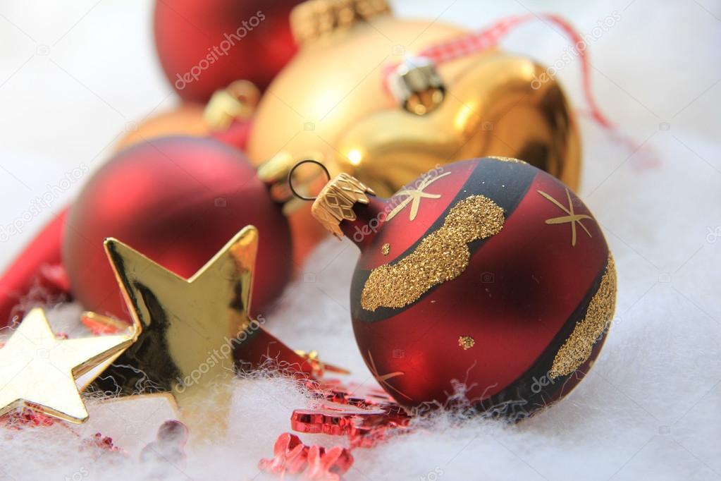 Kerstdecoraties Met Rood : Kerstdecoraties in rood en goud u2014 stockfoto © portosabbia #29188161