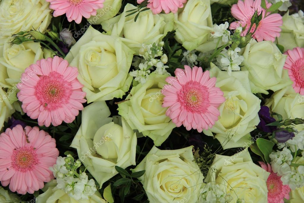 Rosa Gerbera Und Weisse Rosen Hochzeit Blumen Stockfoto