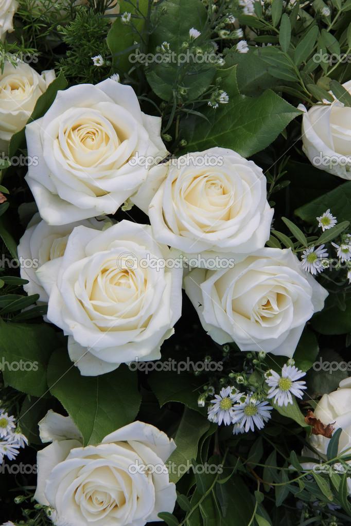 Weisse Rosen Hochzeit Anordnung — Stockfoto © portosabbia #36951817