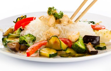 Roasted meat, rice noodles and vegetables
