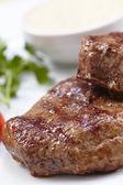 steak s omáčkou