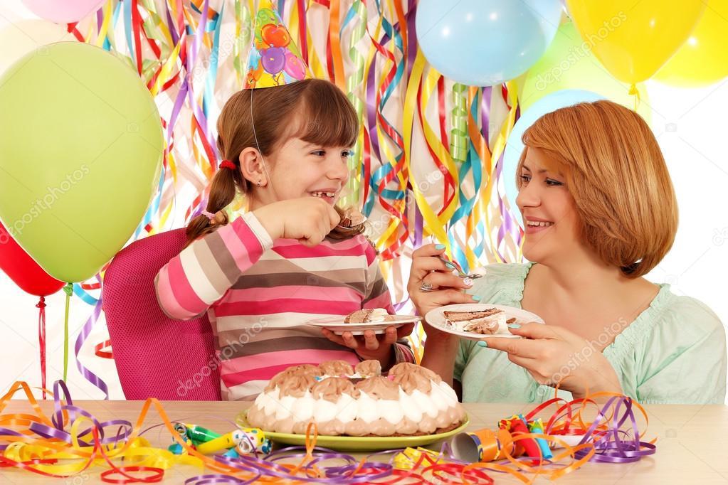 Feliz Cumpleanos Madre E Hija Madre E Hija Feliz Comen Pastel De