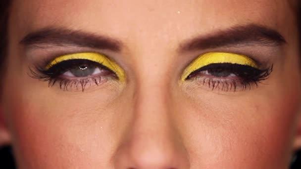 Сексуальные глаза макияж видео