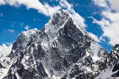 Hegyi Cholatse és a Tabuche csúcs. Himalája. Nepál