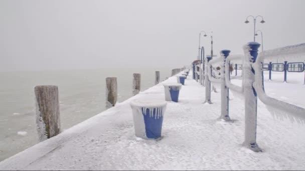 Kikötő a Balaton a téli idő, Magyarország