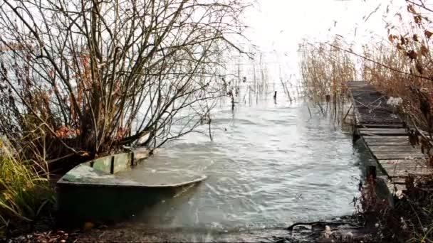elhagyott csónak a balaton télen, Magyarország