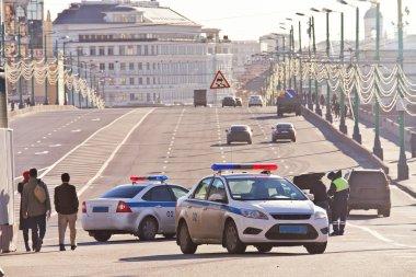 Verification of documents before the Bolshoy Moskvoretsky bridge