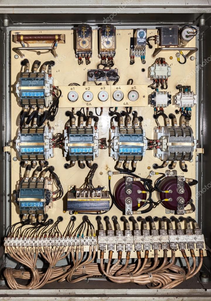 alte Elektro-Sicherungskasten — Stockfoto © Nightman1965 #33970435