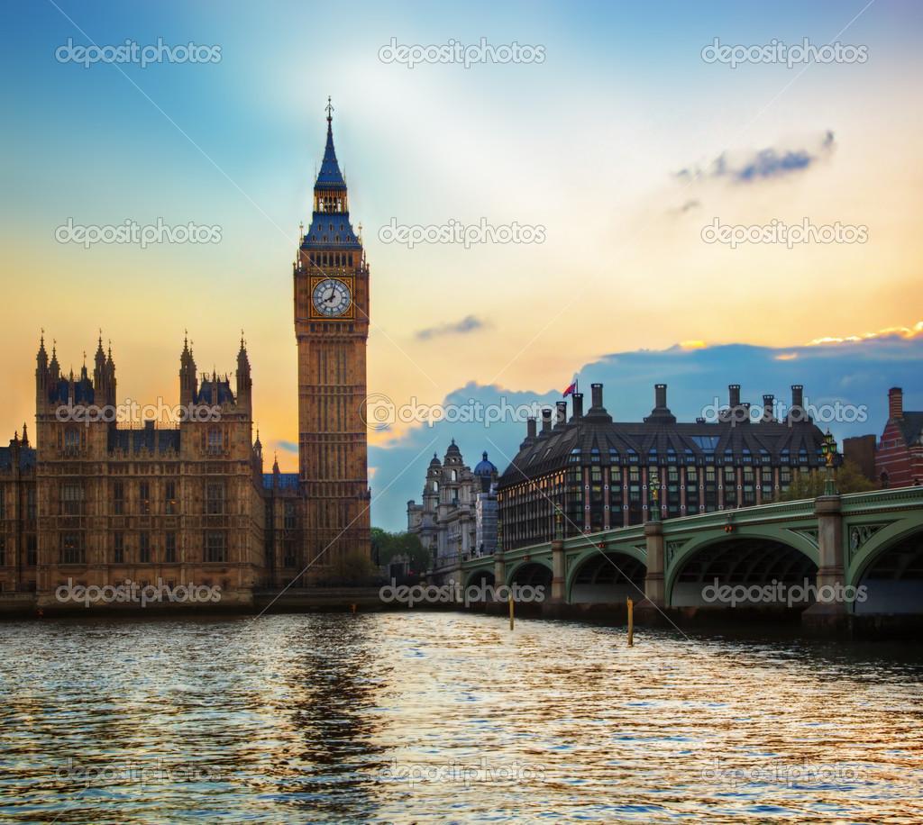 英国威斯敏斯特桥_伦敦,英国。大本钟、 威斯敏斯特宫在日落 — 图库照片©Photocreo ...