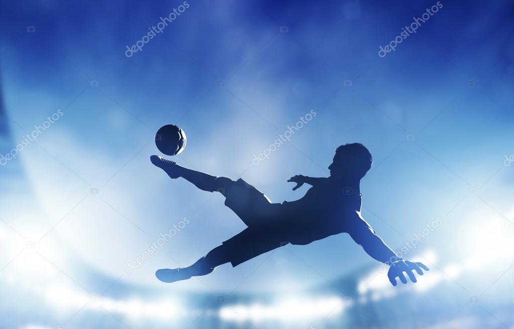 Un jugador disparando en el gol —  Fotos de Stock