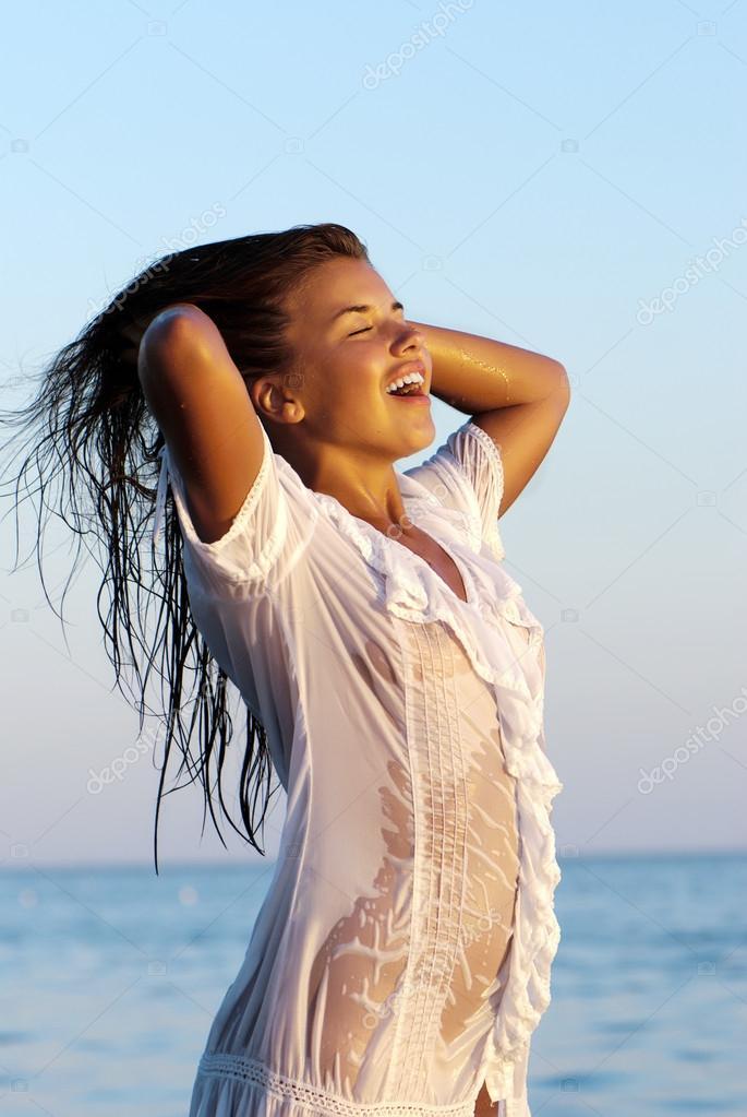 Прозрачное платье на мокром теле фото фото 105-723