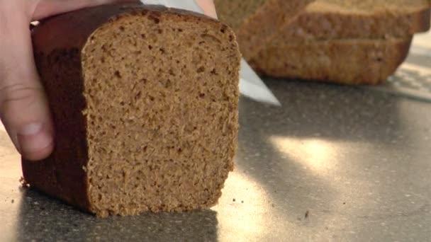 žitný chléb řezání