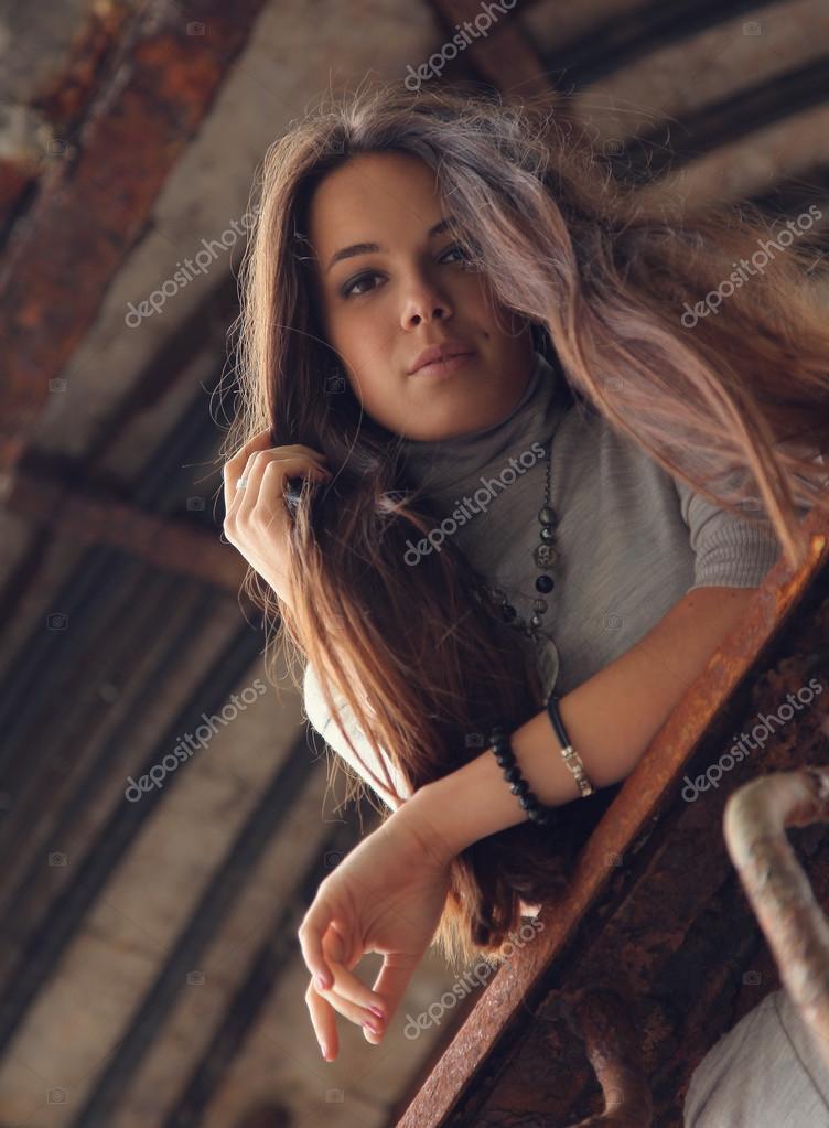Foto ragazza capelli lunghi