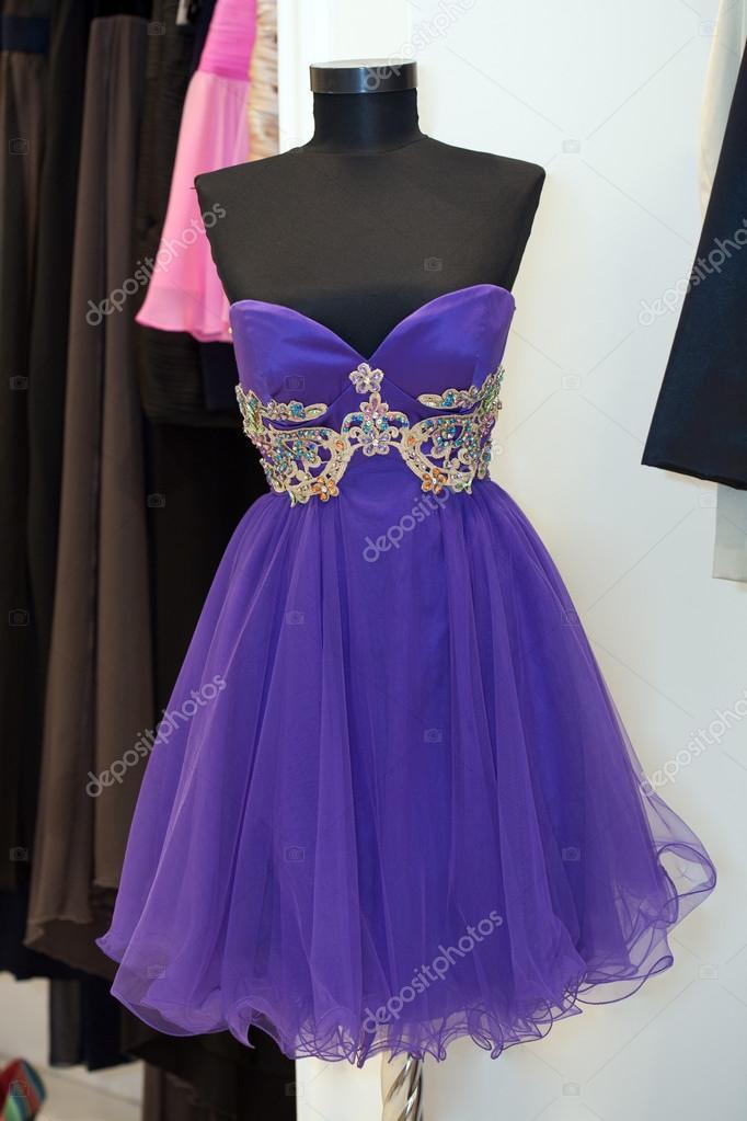 hermoso vestido de Cóctel de maniquí en una tienda de novias — Fotos ...