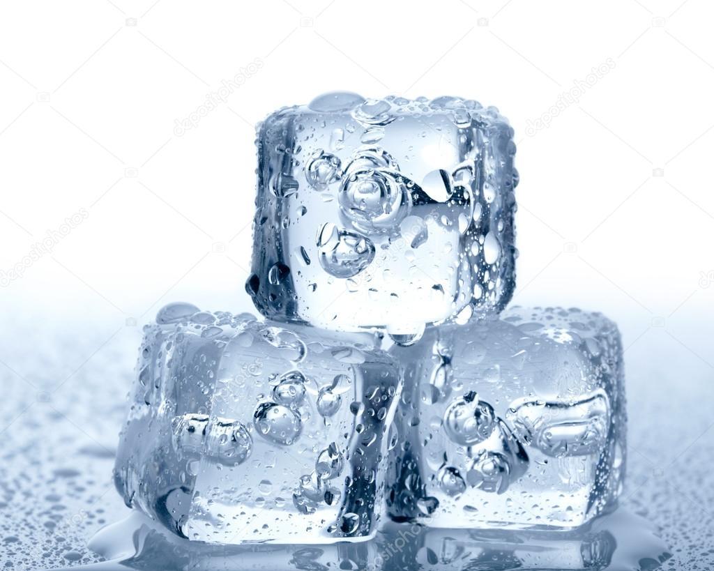 Картинка женщина и ледяной кубик