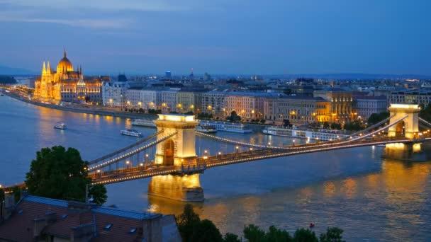 panoráma, Budapest, Magyarország. Lánchíd vagy a Parlament. TimeLapse