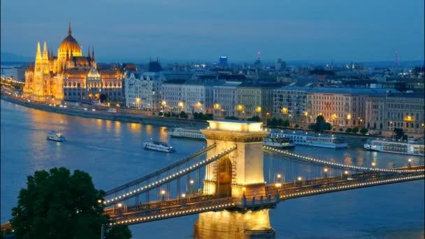 panoráma, Budapest, Magyarország. Lánchíd vagy a Parlament. idő telik el