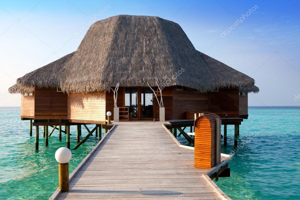 casa su palafitte sull 39 acqua foto stock kkulikov 26677863