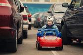 kisfiú a parkolás