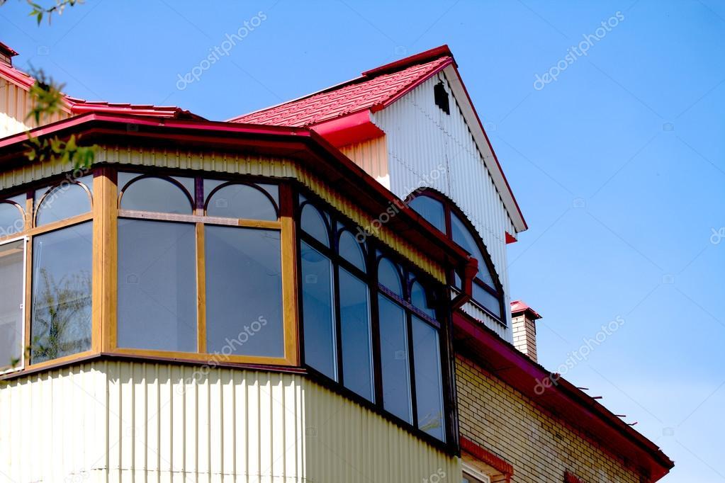 Пристройка балкона к дому на первом и на втором этаже.