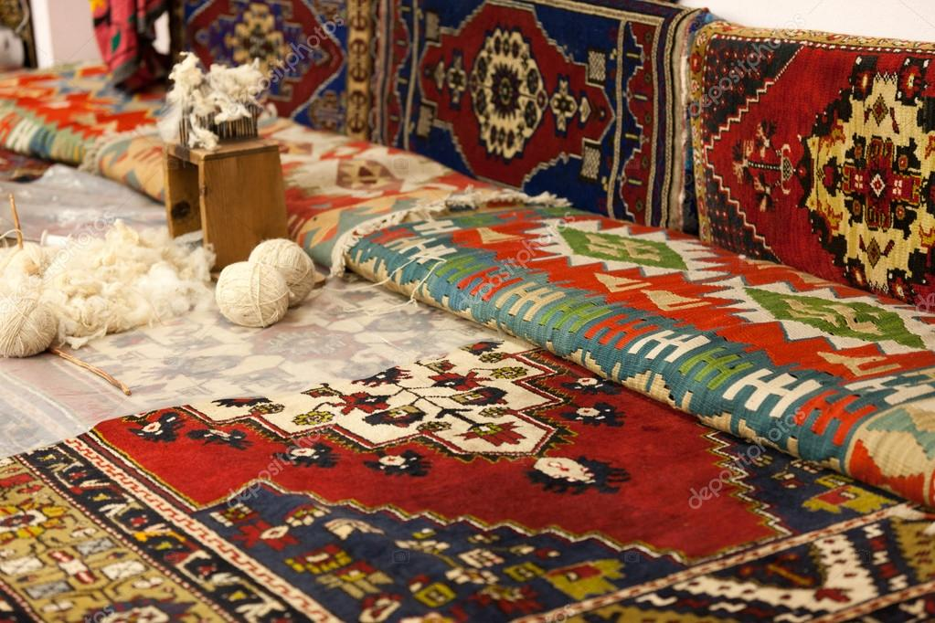 Manual production of carpets