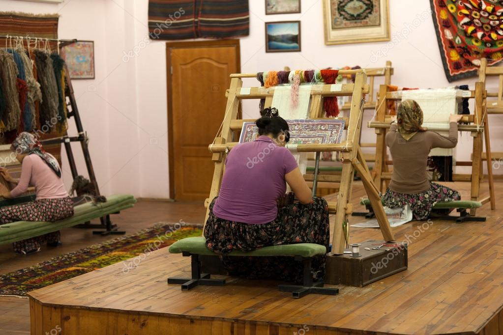 The Turkish woman knitting the silk carpet