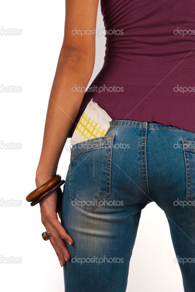 Трусы торчат из джинс фрир