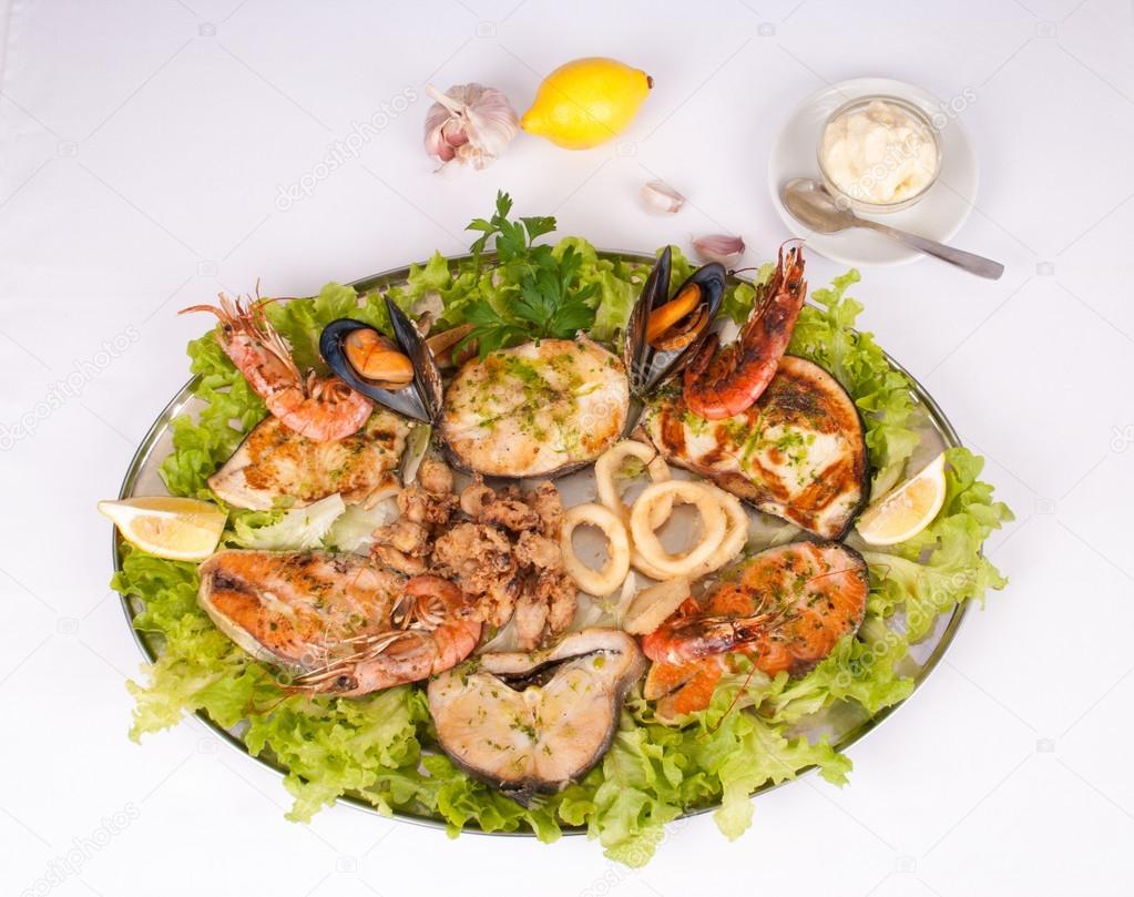 Parrillada de pescado y marisco stock fot olafspeier for Canelones de pescado y marisco