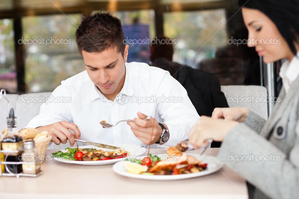 Almorzando