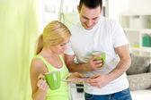 Fotografie junges Paar in Kaffeepause beim Malen