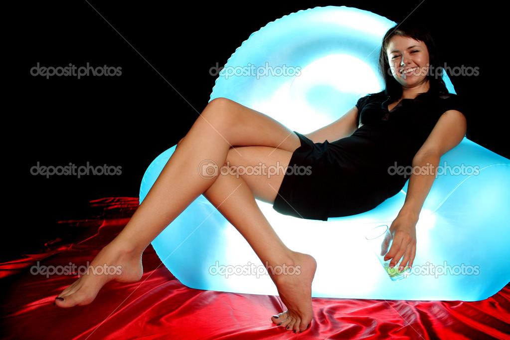 Девушка на надувном стуле, показать фотки лера кудрявцева актриса