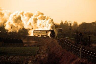 Eski bir buhar treni.