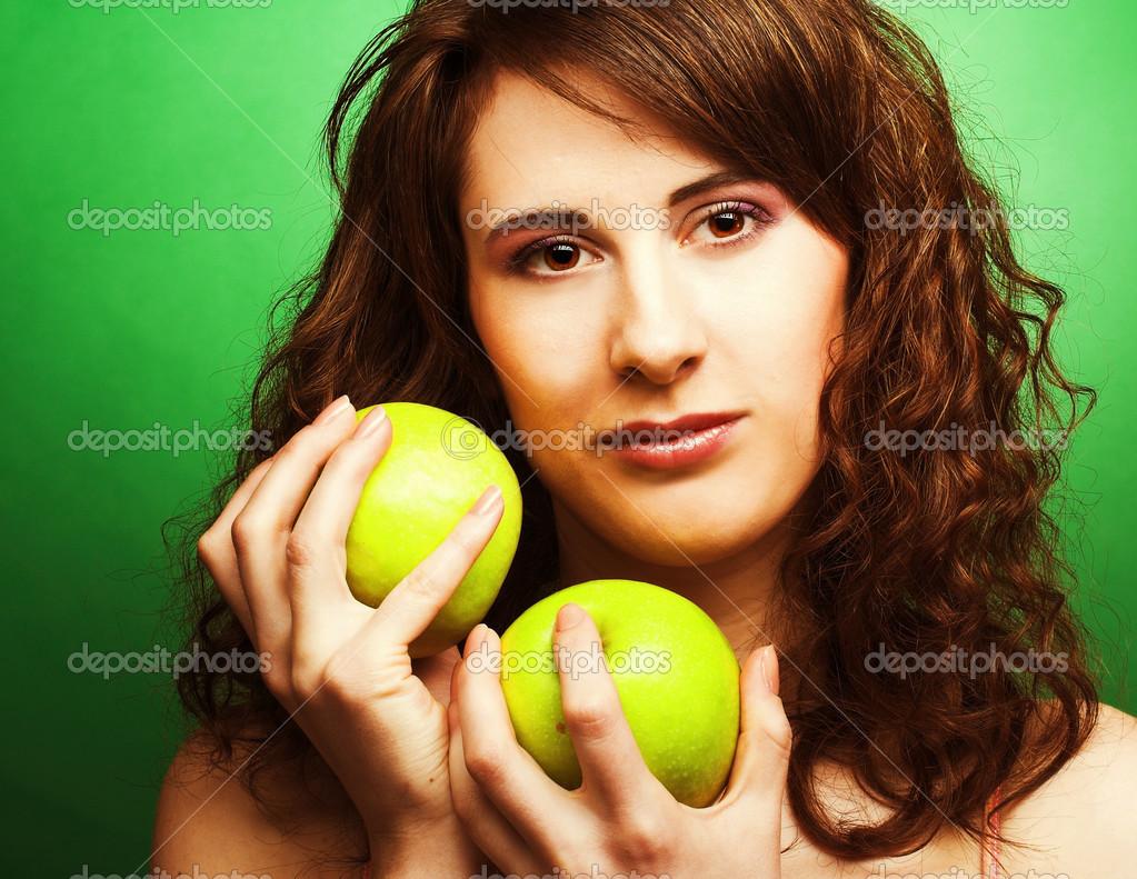 Девушка с яблоком мурманск
