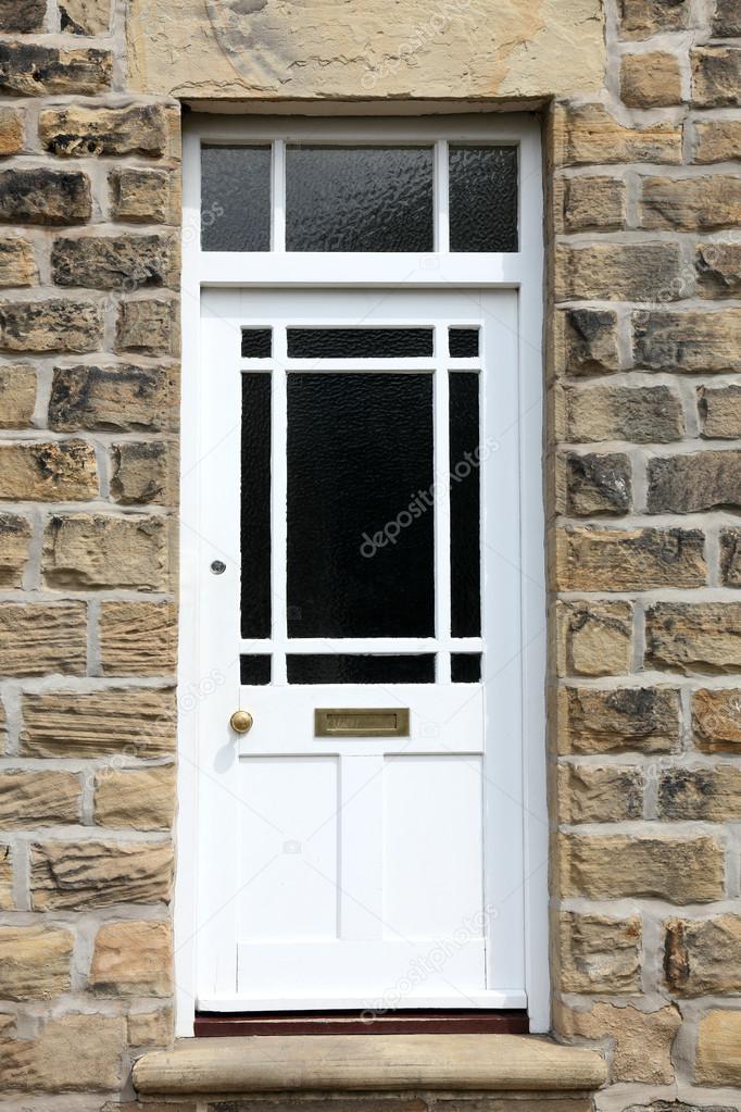 Weiße eingangstüren  Eingangstür eines alten englischen Hauses — Stockfoto #26325151