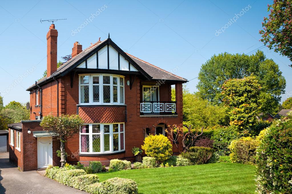 Tipica casa inglese con giardino foto editoriale stock for Case inglesi foto