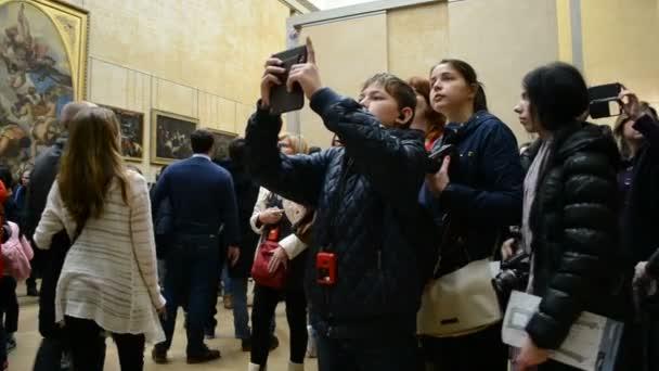 Beroemde Mensen In Parijs.Louvremuseum Parijs Frankrijk Mensen Nemen Foto S Van Beroemde