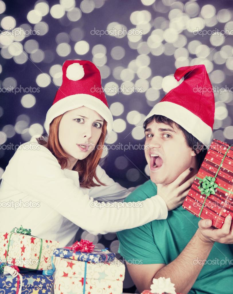 Mädchen erwürgt ihr Freund für ein Weihnachtsgeschenk — Stockfoto ...