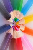 barevné tužky v uspořádat v barvách barevné kolo