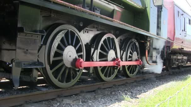 Parní vlak, stojící na řádku preserver.