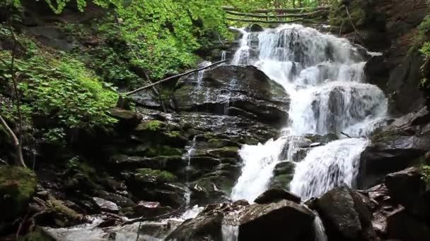 vodopád v Karpatských horách