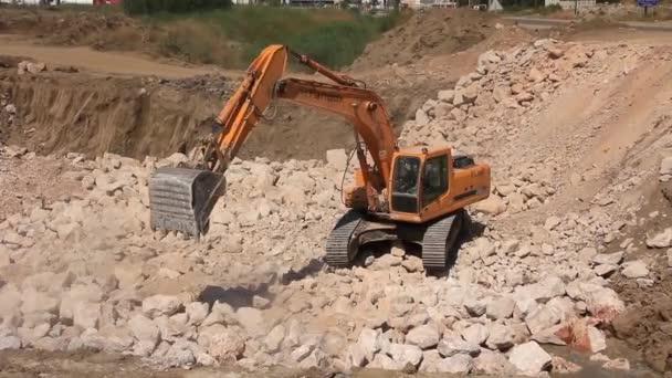 Nagy kotrógép művelet kőbánya