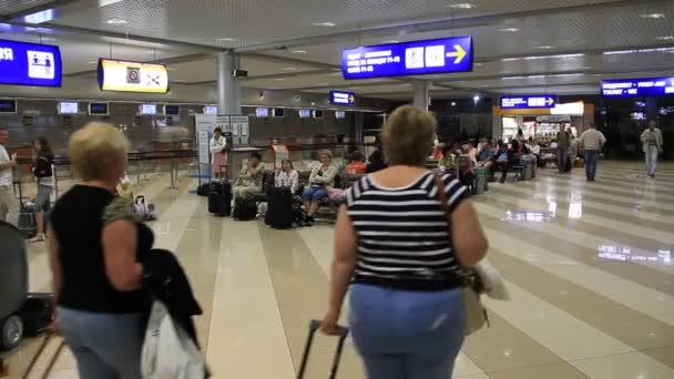 mezinárodní letiště borispol. čekání místo v novém terminálu f